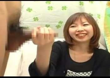 CFNM素人娘が手コキでザーメン発射!!天然の美女23歳の介護士がチ○コの大きさ測定して手コキ抜き!