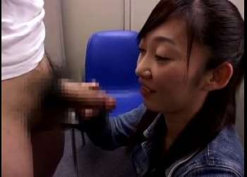センズリ鑑賞 28歳の素朴な素人娘!福祉系のお仕事している岩井さんが見るだけじゃなくフェラまでしてくれた