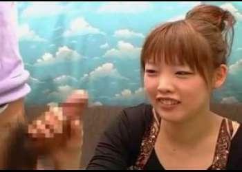 赤面手コキ!かわいい系の素人女子さん舐めてとお願いしたら素直にフェラまでしてくれるイイ子だった♡