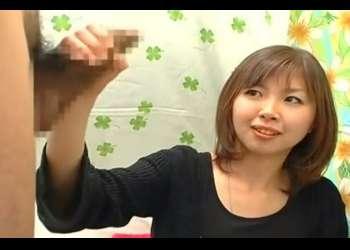 赤面手コキ!23歳の介護のお仕事している美人さんの手コキでザーメン発射する♥勢いよすぎる発射に思わず顔をしかめる素人さん!