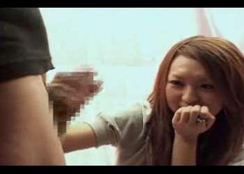手コキでお悩み解決!21歳ギャルの看護師さん♡両乳までポロリしてくれた素人さんの手コキで射精させてもらう!!