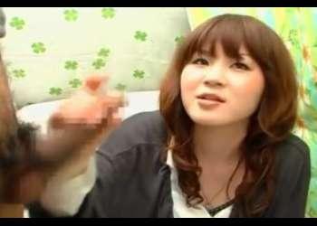 〖CFNM 赤面手コキ〗ゆる髪のウブ女子大生みゆきさん!両手でタマまでやさしさで包むような手コキでザーメン射♡