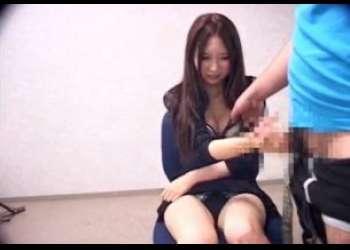 センズリ鑑賞でスレンダーな黒髪の娘がパンティ丸出しで手コキ!ぷにぷにオッパイさわらせてエッチにぬいてくれる♡