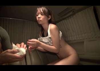 GET海ナンパ!ガチ美少女さんが水着を脱がされておま●こ丸見え状態で指入れされながらも夢中でフェラ抜きしちゃう!!