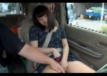 助手席でセンズリ鑑賞した19才 さっそくオナニー始めて停めた車内でぱっくん!フェラで咥え込む