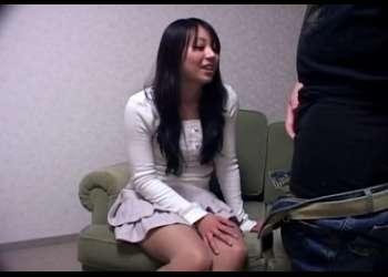 「やってみていいですか?センズリ♡」手コキし始める23歳の素人!パンティ脱いでおま●こ開いて見せる変態娘でした!