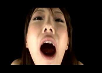 【鈴木ミント】顔も体も超エロいお姉さんが亀頭をちぎっちゃいそうなバキュームフェラで大量口内射精されちゃうよ
