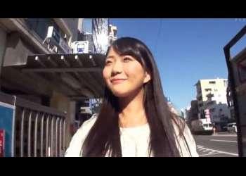 黒髪清楚系の笑顔がステキ女子大生がAVデビュー 千夏麗