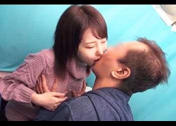 「ガチナンパ!」大阪の華奢で可愛い女子大生が不能男性のお悩み相談!不意なキスに彼氏を忘れてぱいぱんまんこにヌルっと中出し!!