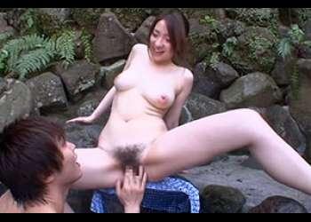 バスト100センチ巨乳お姉さんが露天風呂で大胆SEX!