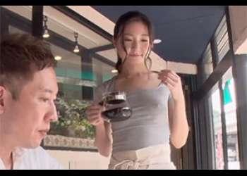 ノーブラで乳首コリコリに勃起した貧乳カフェ店員さんの夢のシチュエーションに大興奮!