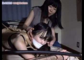 友達の彼氏を寝取ってしまった女が仕返しに緊縛姿を生配信されちゃうwww