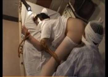 夜勤ナースが入院患者に四つん這い緊縛され無防備なマンコを犯される