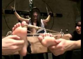 木村つな 美少女JKが手足を拘束されてくすぐり拷問される動画