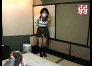 緊縛された制服美少女がローター責めに悶え苦しむwww