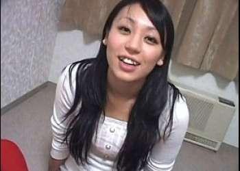 射精ってもしゃぶり続ける23歳のフェラ好き娘まりこ♥2回続けて口内発射させるまで咥え続ける素人娘!!