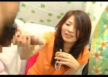 素人娘22才の受付嬢のおねえさんも「ビュッ ビュッ」手コキで飛び出したザーメンに安堵の笑み!!