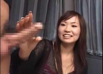 ウブな素人娘がローション手コキ♥女子大生のよしみちゃん20才が顔を引き攣らせながら出した精子を手の平で受けてくれる!