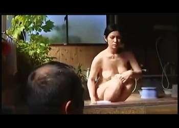 【FAプロ】温泉旅行に来ていたデカパイのドスケベ奥さま!混浴に裸で入っておっさんとセックスします。【エロ,エロドラマ,ドスケベ,動画+henry】