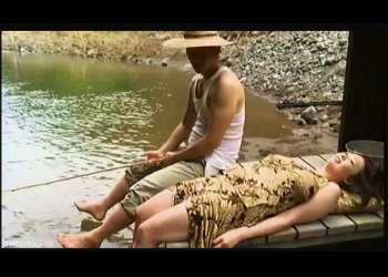 【FAプロ】これはやばいぽっちゃり人妻の白昼不倫小屋!ボイン奥さまが川に釣りに行って青姦します。【やばい,エロ,エロドラマ,動画,女+henry】