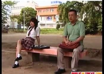 【ヘンリー塚本】これはやばい昭和の一度はやってみたい公衆便所!アウロリJKが先生と待ち合わせてこっそりやってます。