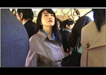 【ヘンリー塚本】本当に猥褻なスケベでエロい五十路の美魔女です!痴漢されたくでバスに乗ってます。