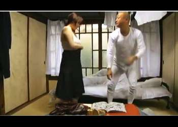 【ヘンリー塚本】ボインで熟女のセクシー奥さま!ドスケベな義兄のアパートに来て不倫します。
