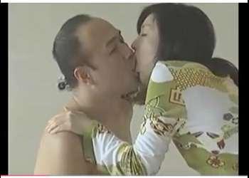 【ヘンリー塚本+小池絵美子+小沢とおる】隣の家の旦那とセックスしていたボイン団地妻!奥さまが来て驚いたが、帰ったらまたセックスしてしまいます。