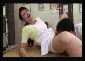 【三浦恵理子】本当に猥褻な銭湯の番台です!セクシー奥さまが掃除をしていたらオメコをクンニされます。【セクシー,動画,女,猥褻+三浦恵理子】