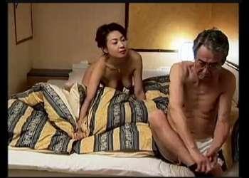 【ヘンリー塚本】なんとスケベな男女どもの密会現場!不倫嫁と義父が真面目そうに恋愛してます。