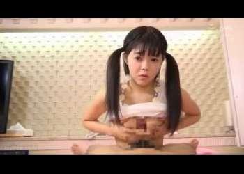 ツインテールのちょいブスロリにパイズリさせてる絶妙な顔してるこの女の子www