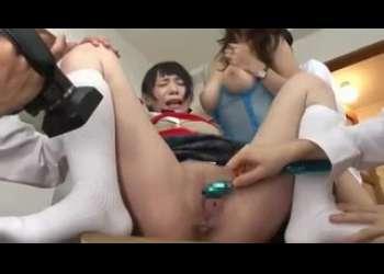 【親子レイプ】パイパンJK娘と爆乳熟女人妻お母さんが同時レイプでめちゃくちゃにされちゃう輪姦!小西まりえたち