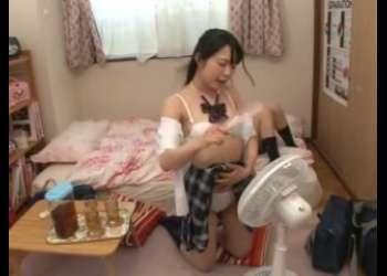 下着姿のロリ美少女JKが制服半脱ぎでくつろいでるところに参加しちゃうとか最高すぎるパンチラJK