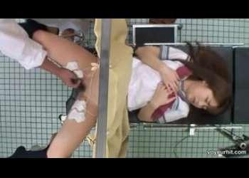 【盗撮レイプ】お母さんと一緒にやってきた病院でセクハラレイプされちゃう貧乳かわいいJKレイプ