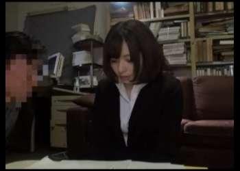 【麻里梨夏】めちゃ激かわ茶髪ショートカットヘア美少女OL無理やりイラマチオレイプ電マ責め
