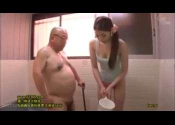 【秋吉ひな】ポニーテールがめっちゃエロい人妻がデブ義父にめちゃくちゃ寝取られるベロチューフェラ抜きエッチ