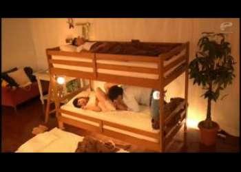 二段ベッドの下でエッチなことしてるJD痴女クンニ