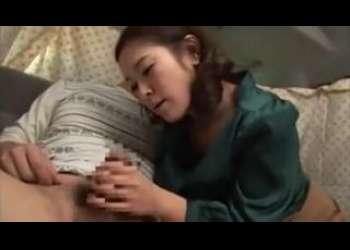 【熟女ナンパ】めっちゃおちんちん大好き興味津々おばさん人妻に手コキえちえちすぎる不倫寝取られ