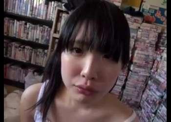 めっちゃロリかわいい顔でむちむちロリ巨乳なベロチューフェラ抜きエッチしまくってくれる芦田知子口内射精ツインテール