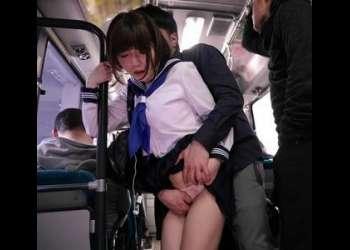 声を出せない状況でロリ美少女女子校生を立ちバックでガン突き中出しレイプする痴漢!
