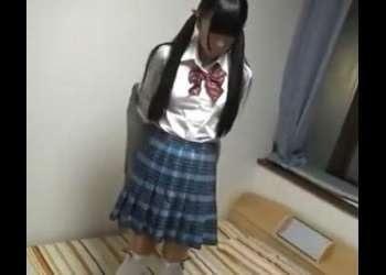 ウブな黒髪美少女女子校生をバックで突きまくって無許可中出しする!