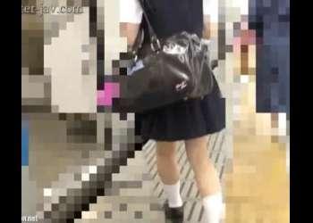 ※顔出し制服JK※アイドル級美少女がガチ痴漢被害に!膣内に強制生挿入され滴り落ちる精液!