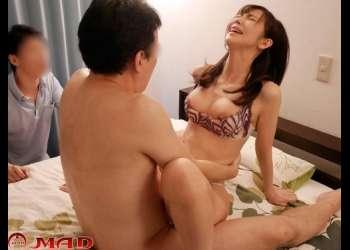 【人妻】可愛く魅力的な若妻をお互いに交換してみようと新鮮な気持ちで寝取る乱交パーティー!