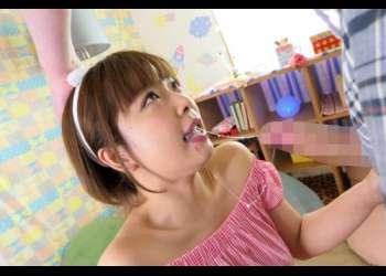 【紗倉まな】ショートヘアの可愛い彼女が小さなお口で亀頭をナメナメ、極上に気持ち良いフェラで昇天しそう!