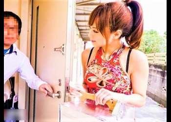 【吉沢明歩】第人気アイドル女優がエッチなチャイナ服を着てスリットから下着チラ見せ挑発!