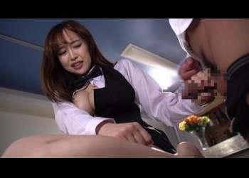 【篠田ゆう】テーブルの上に土下座して謝罪する巨乳若妻に無情なセクハラ制裁!可愛いお口にもデカマラを突っ込みお仕置き!