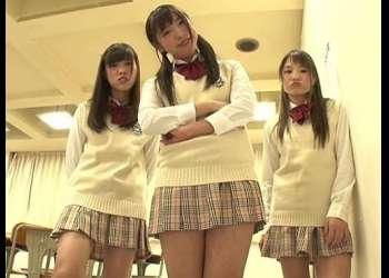 【女学生】弱気な僕を囲んでズボンを下ろさせ、女生徒たちの目の前でシコシコ強制センズリさせられる!