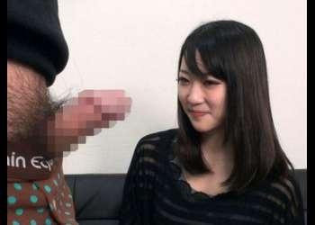 【人妻】上品な雰囲気のセレブ若妻が目の前に出された見事なデカチンに頬を赤らめ手を伸ばす!