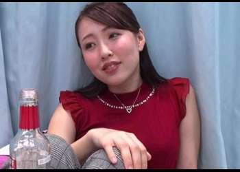 【OL】恋に仕事に大忙しの美人OLが酔っぱらい過ぎて締まっていた股がパックリと緩み始める!