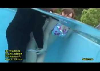 【痴漢】プールで無邪気に游ぶビキニギャルを襲う変質者たち!デカ乳揉まれ恥辱の体位で陵辱される!